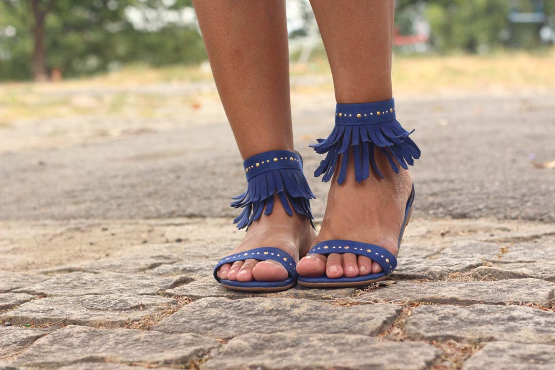 sandália de franjas