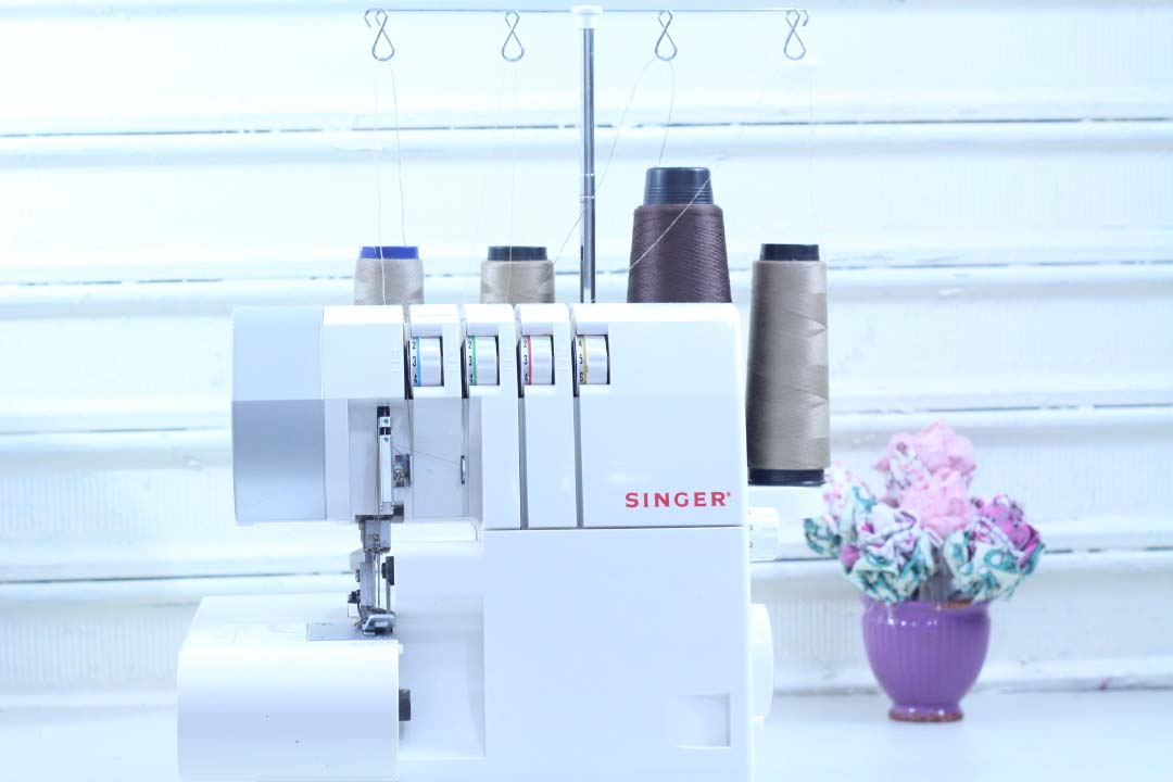 singer,máquina de costura,ultralock,overloque doméstico,máquina overloque,sewing machine,dayse costa