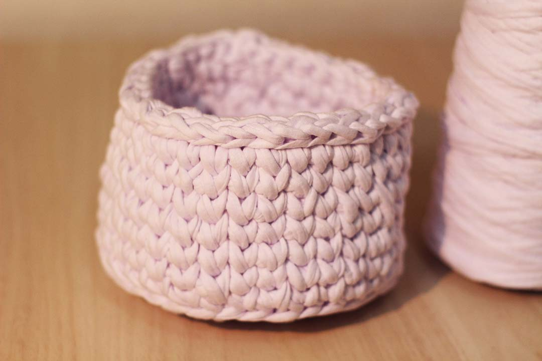 dayse costa,fio de malha,sustentável,reciclável,tecido sustentável,tecido reciclável,como reaproveitar tecido,como reutilizar tecido,cachepô,cesto,crochê,bolsa,handmade