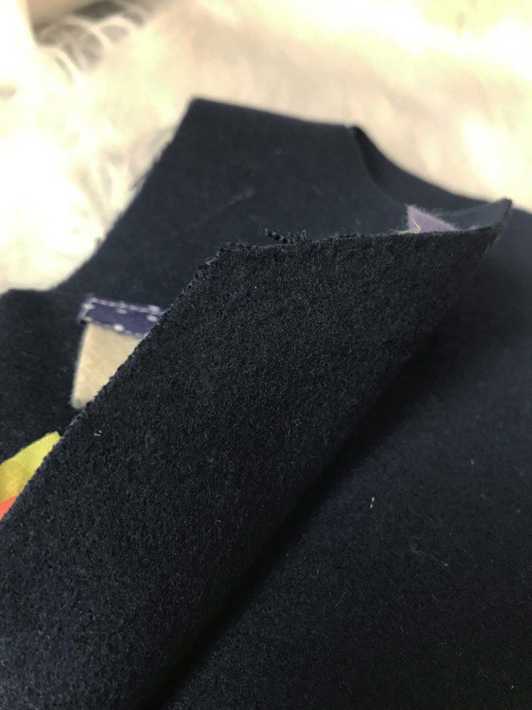 lã batida, tecido que não amassa e não desfia para confeccionar o colete infantil de festa junina.