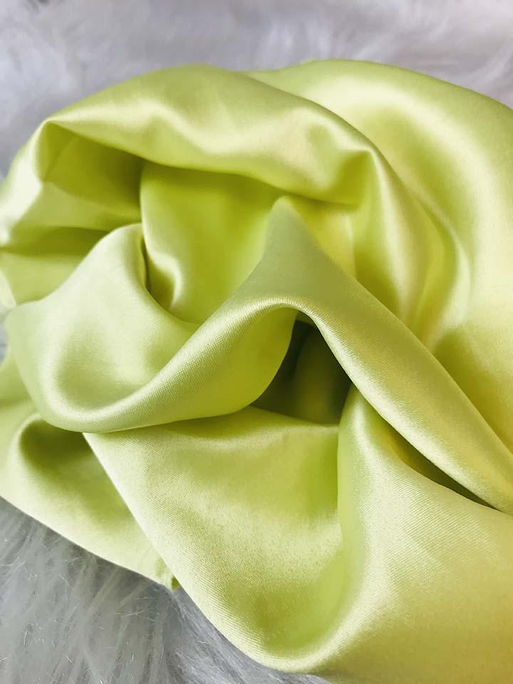 tecido de cetim usado para fabricar gravata espiga de milho infantil para festa junina por dayse costa.