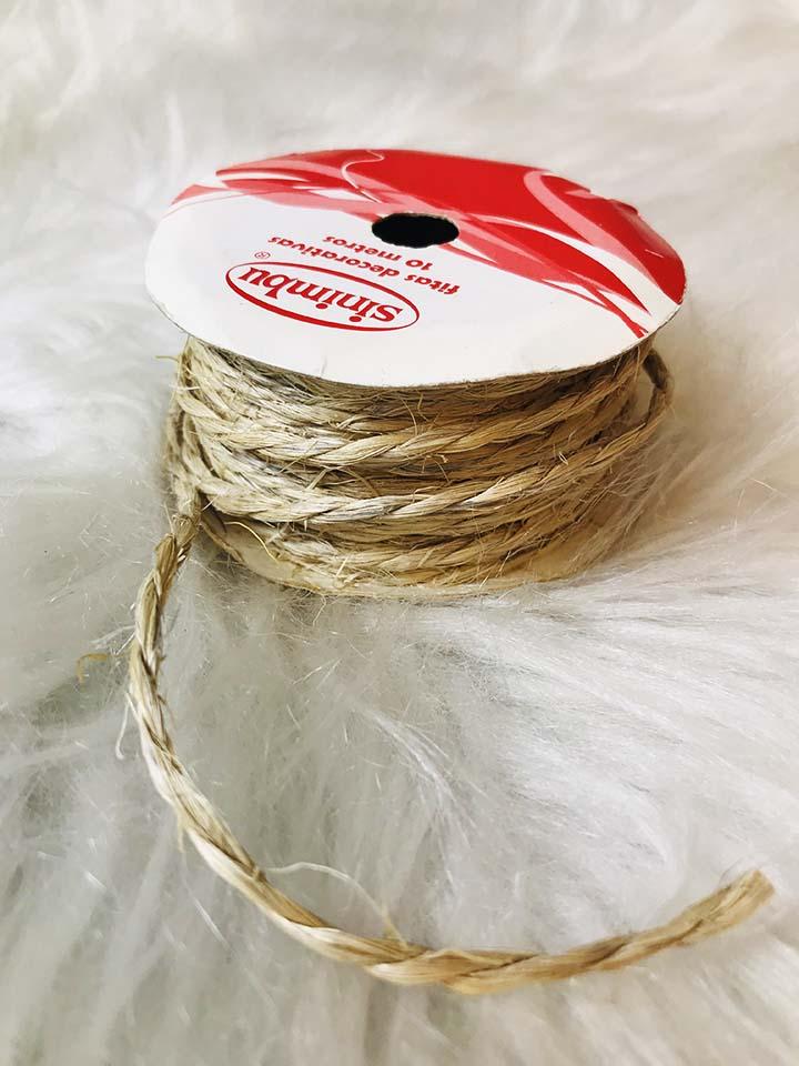 corda de sizal usada para compor a gravata espiga de milho infantil para festa junina dayse costa